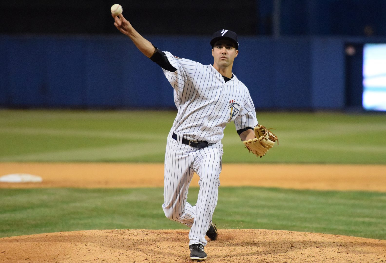 Staten Island Yankees pitcher Josh Roeder fireing a pitch to the plate in the June 18, 2016 game against the Brooklyn Cyclones. (Robert M. Pimpsner/RMP Sports Media, Inc.)